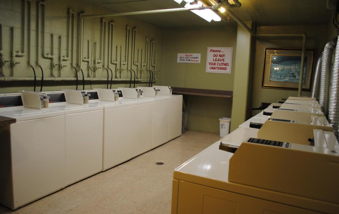 1500 Chicago laundry room
