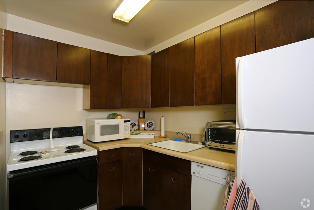 1500 Chicago studio kitchen