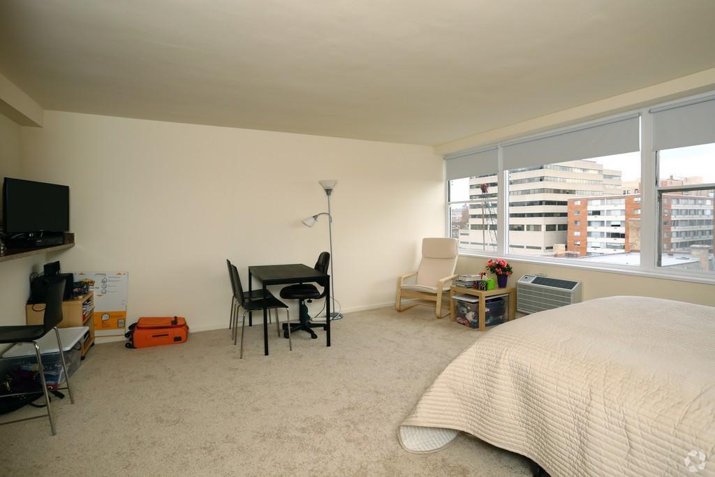 1500 Chicago studio living area