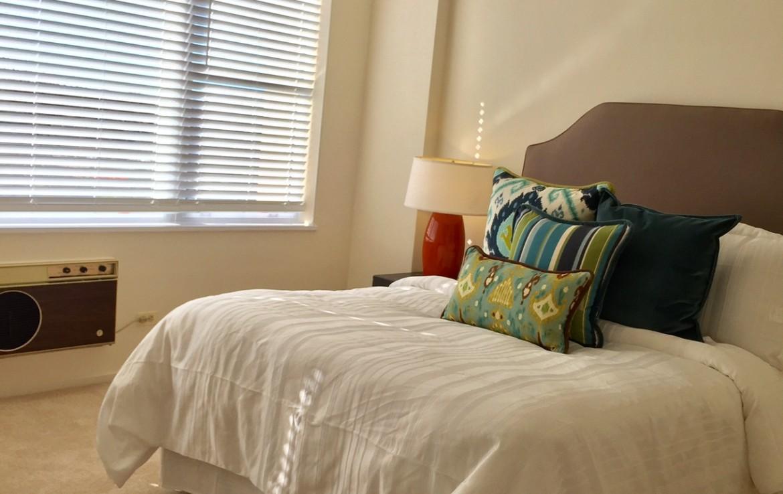 1500 Chicago 1BR bedroom