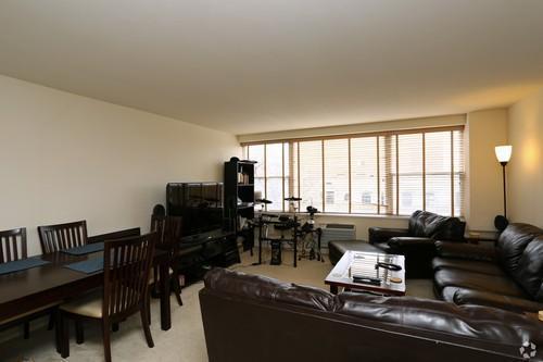 1500 Chicago 2BR Living Room 2